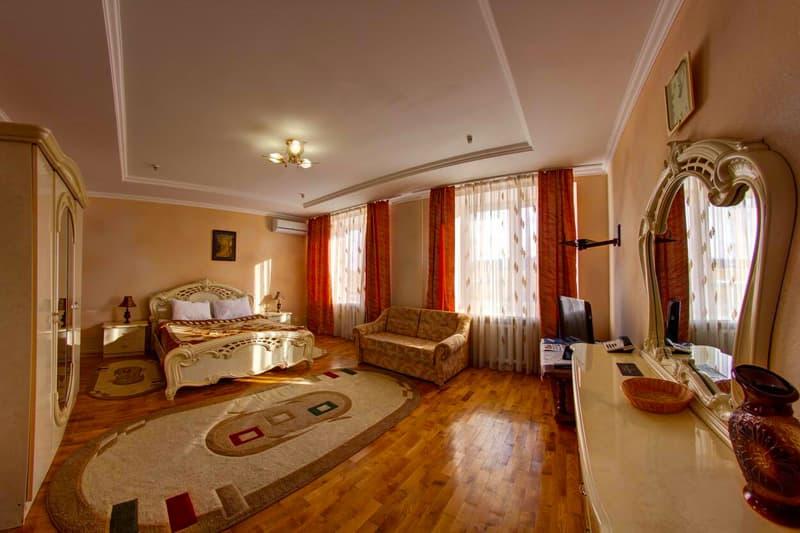 Санаторий «Карпаты» Трускавец 4-комнатные Апартаменты Фото №1