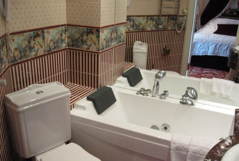 Санаторій «Женева» Трускавець  Двокімнатний Люкс (De Luxe Suit) Фото №3