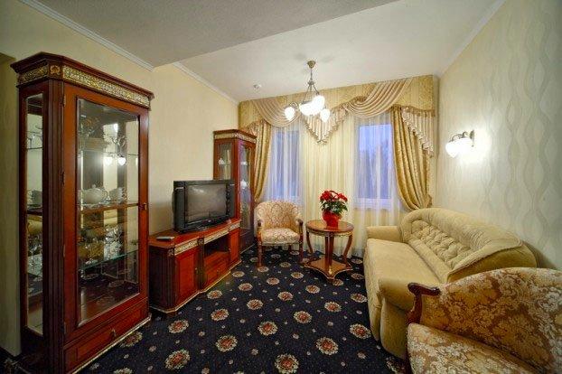Санаторий «Шале Грааль» Трускавец Трехкомнатные апартаменты (Junior Suite Apart) Фото №3