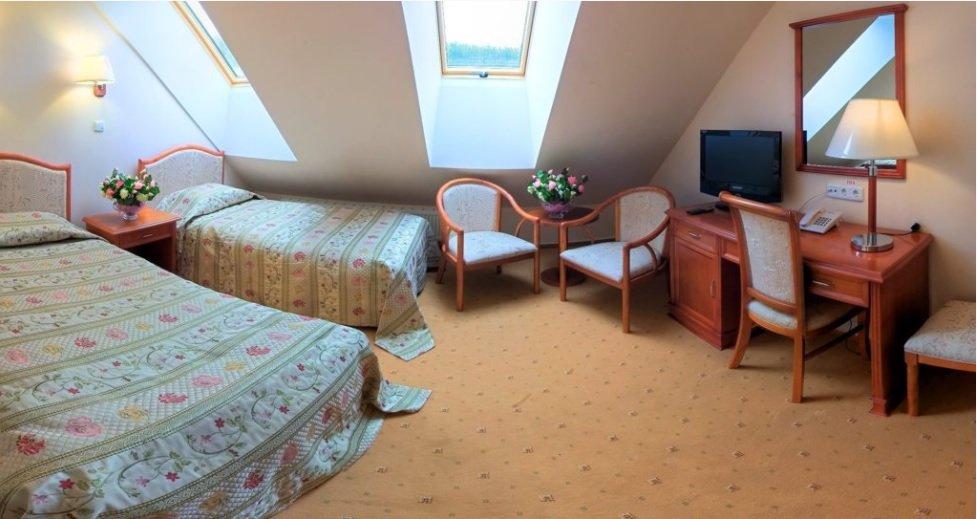 Готель «Три Cини та Донька 4 *» Східниця  Стандарт Мансардний Фото №2