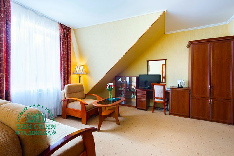 Отель «Три Cына и Дочка 4 *» Сходница Двухкомнатный Люкс Фото №1