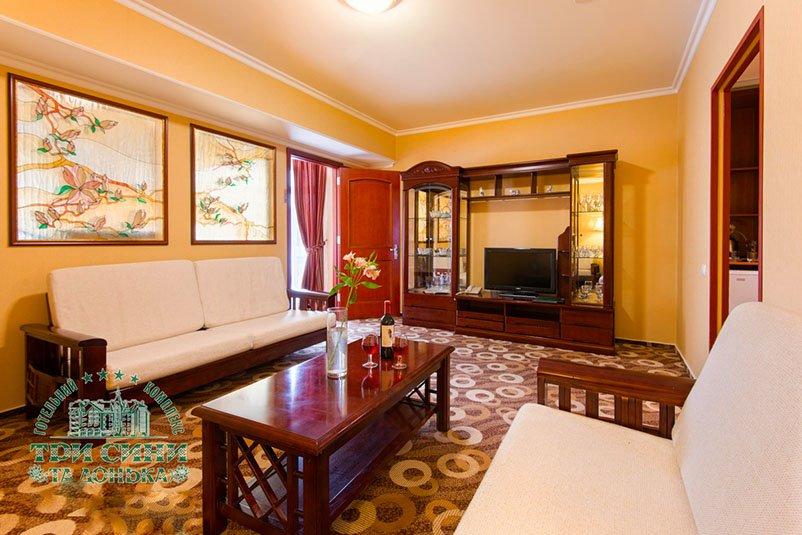 Готель «Три Cини та Донька 4 *» Східниця  Люкс Покращеного Планування Преміум Фото №4