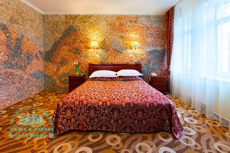Отель «Три Cына и Дочка 4 *» Сходница 2-комнатный Люкс (с дополнительным выходом на улицу) Фото №5