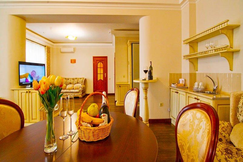 Готель «ДіАнна» Східниця   Трьохкімнатний Люкс Фото №2