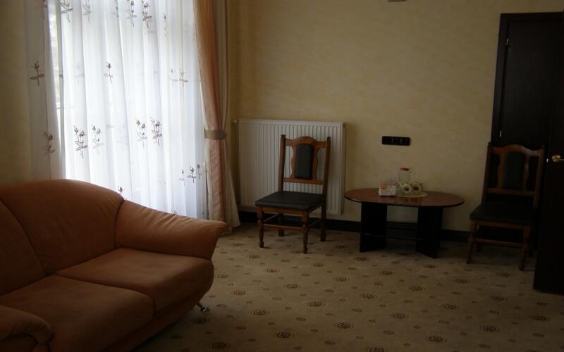 Санаторій «Мармуровий Палац» Моршин Двокімнатний номер вищого комфорту з балюстрадою Фото №5