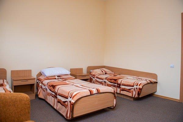 Санаторій «Ореанда» Бердянськ Економ з трьома ліжками в сторону парку Фото №2