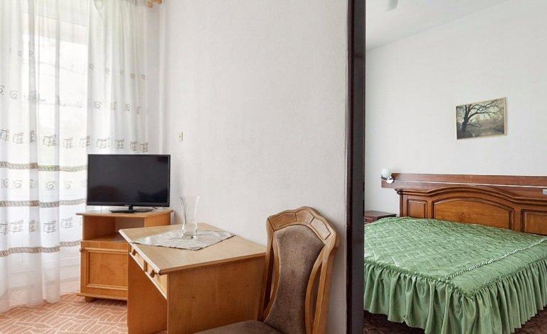 Санаторій «Карпати» Чинадієво 2-х кімнатний одномісний номер Люкс ( корпус №1) Фото №3