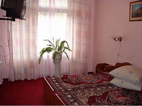 Санаторий «Синяк» Закарпатье 1-комнатный 2-местный номер с удобствами на блок, корпус №2 Фото №2