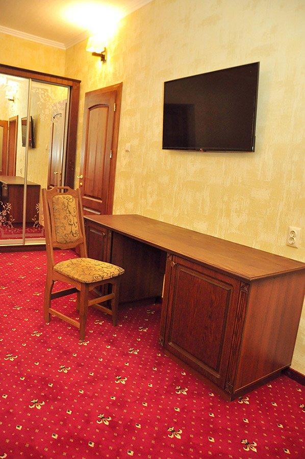 Отель «Жаворонок» Берегово Люкс (105А, 205А) Фото №3
